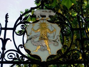 Shield and Crest of the Apothecaries over the south gate of the Chelsea Physic Garden