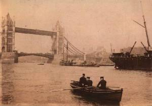 Thames Police rowing galley around 1900. http://www.thamespolicemuseum.org.uk/h_police_3.html