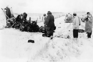 A group of men view of the wreckage of a Beechcraft Bonanza airplane in a snowy field outside of Clear Lake, Iowa, early February 1959. The crash, on February 3, claimed the lives of American rock and roll musicians Buddy Holly, Ritchie Valens, and J. P. 'The Big Bopper' Richardson. (Photo by Hulton Archive/Getty Images)