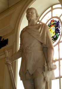 Sculpture of Owain Glyndŵr by Alfred Turner at City Hall, Cardiff.