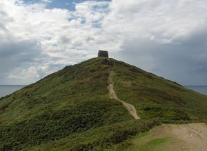 Fourteenth century chapel on Rame Head, Cornwall. Public Domain http://en.wikipedia.org/ wiki/Rame_Head# mediaviewer/File: Ramechapel.jpg