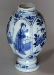 Chinese Kangxi blue and white porcelain www.chinese-porcelain-art.com Chinese blue and white miniature vase, Kangxi (1662-1722), decorated with panels of Long Elizas and flowering branches, height: 3 5/8in. 9.2cm.