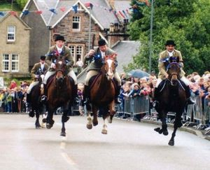 Riders returning from riding the Selkirk Marches gallop in at The Toll ~ Public Domain ~ https://en.wikipedia.org/wiki/Common_Riding#/ media/File:Thetoll.jpg