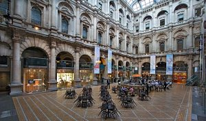 Royal Exchange courtyard, City of London www.inetours.com