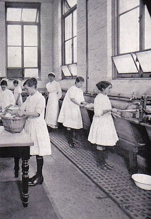 girls-of-australia-learning-the-domestic-arts-1924