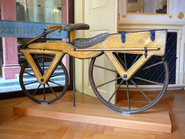 800px-Draisine_or_Laufmaschine,_around_1820._Archetype_of_the_Bicycle._Pic_01