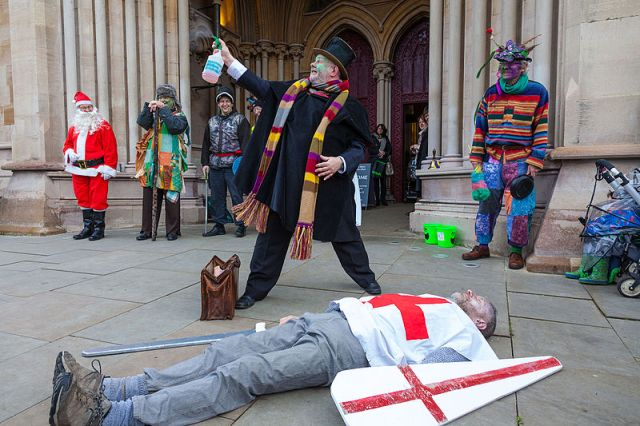 St_Albans_Mummers_production_of_St_George_and_the_Dragon,_Boxing_Day_2015-6