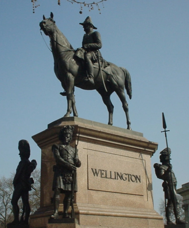 Statue_Of_The_Duke_Of_Wellington-Hyde_Park_Corner.jpg