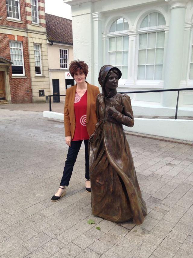 Jane statue, Basingstoke.jpg