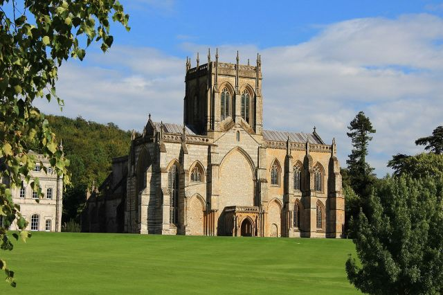Milton_Abbey_Church_2015_(a)