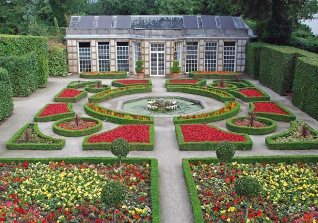 080808 pho 67 French Garden.jpg