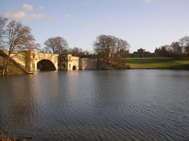 Blenheim_Palace_Grand_Bridge