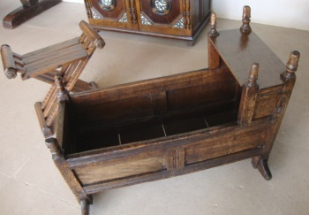 oak-cradle-17th-C